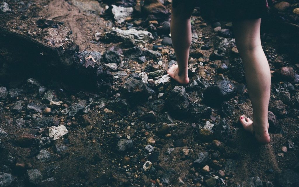 barefoot, rocks, feet-1149848.jpg